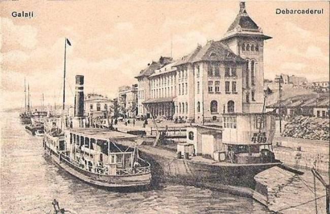Galati, orasul vechi cu debarcaderul si vapoare șa descarcat