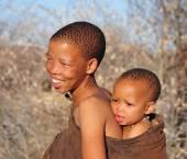 Traditii maternitatea la bosimani in Africa de Sud